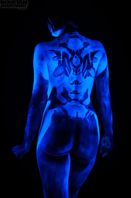 Cosplay Bodypaint – Cortana (Halo) – Paul Roustan